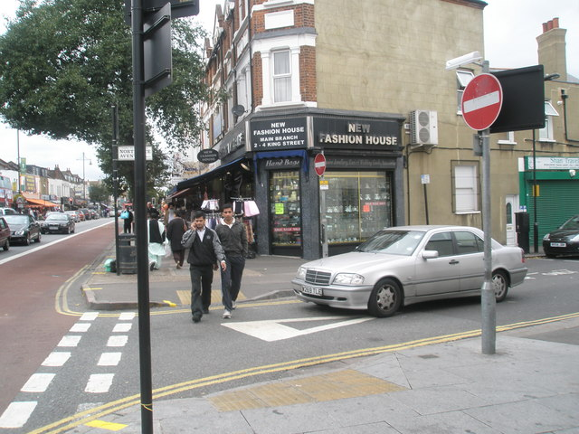 Junction of  Northcote Avenue and The Broadway