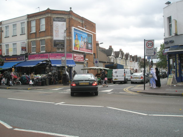 Junction of Oswald Road and The Broadway