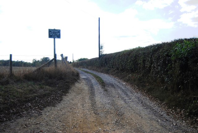 Footpath into Penshurst Place off Ensfield Rd