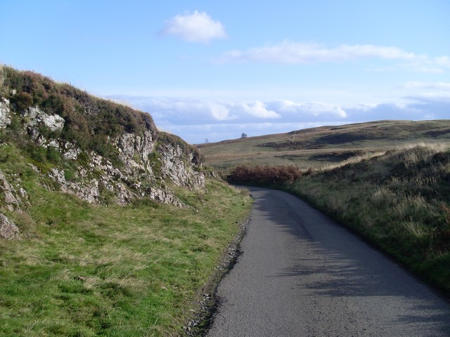 Path towards Stockiemuir Road