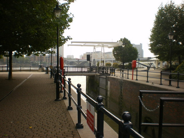 Lock, entrance into Chelsea Harbour