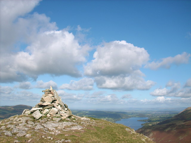 The summit cairn of Beda Head