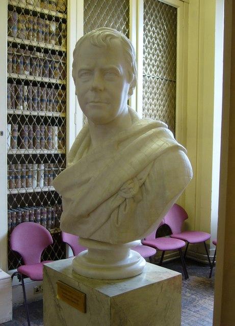 Walter Scott bust, Playfair Library