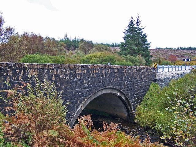 Newer bridge over Lòn Chaorach
