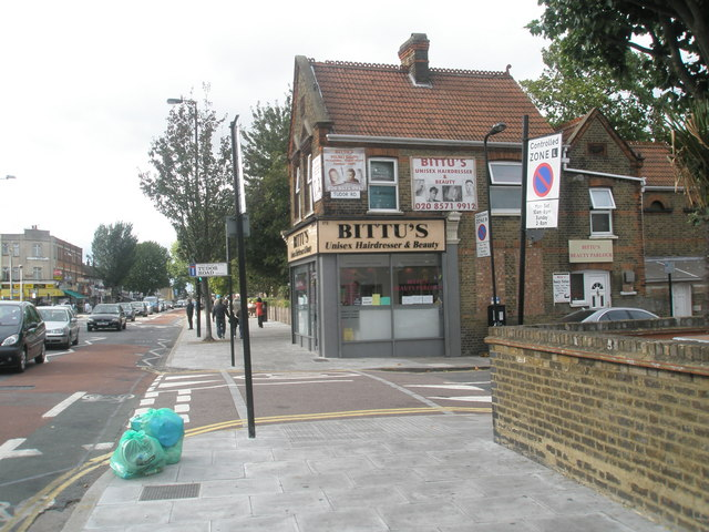 Approaching the junction of Tudor  Road  and The Broadway