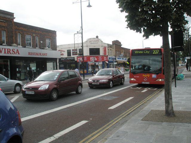 207 bus in The Broadway