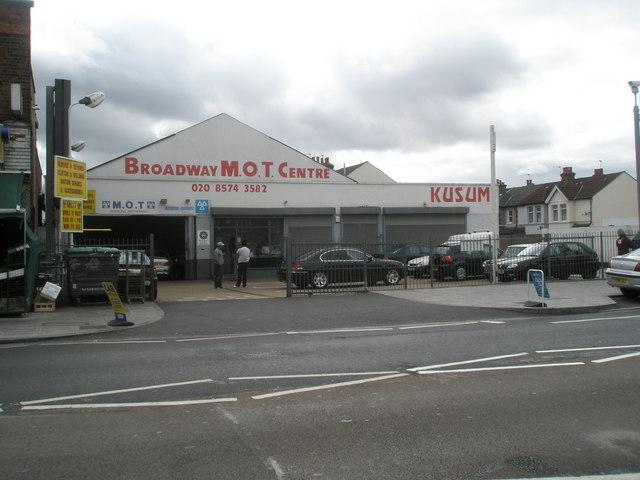 Garage in The Broadway