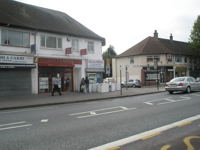 Approaching the junction ofRanelagh  Road  and The Broadway