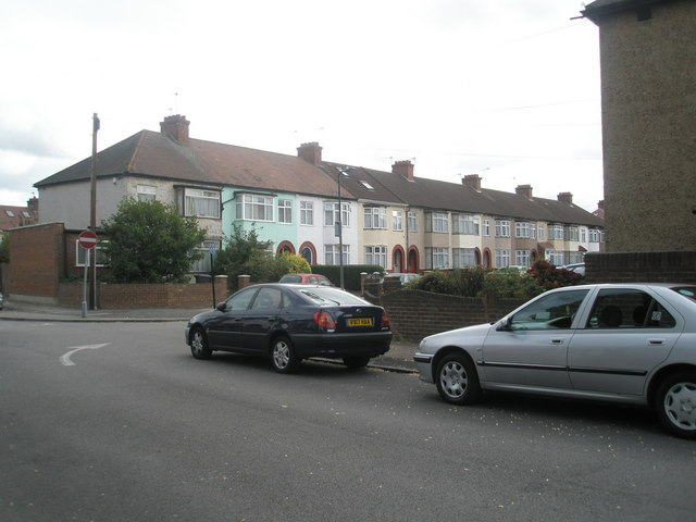 Approaching the junction of Alma  Road  and Ruskin Road