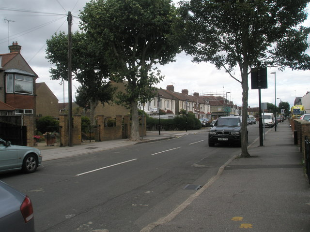 Approaching the junction of  Beaconsfield and Ranelagh  Roads