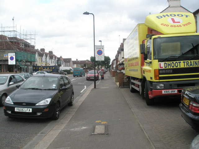 Colourful lorry in Beaconsfield Road
