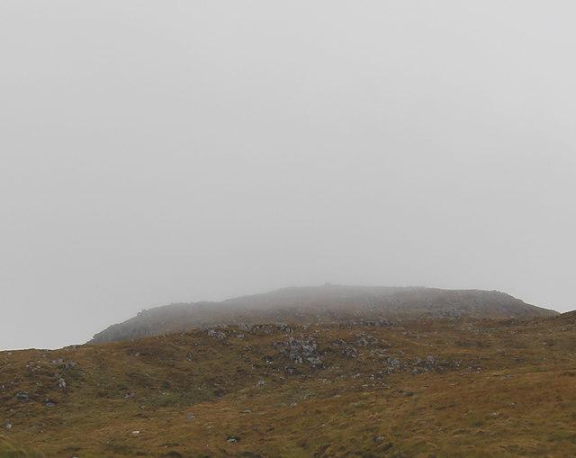 Meall a Chaorainn loch Uisge in cloud