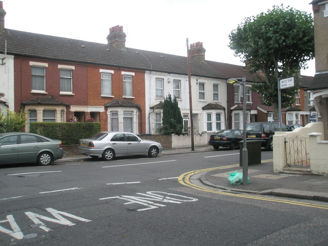 Junction of Beaconsfield and West End Roads