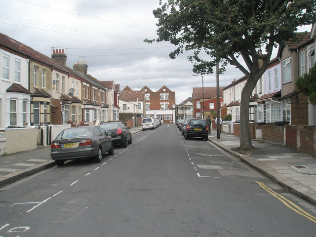 Looking up Grange Road towards Beaconsfield Road