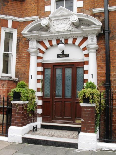 Entrance to Treborough House, Nottingham Place / Paddington Street, W1