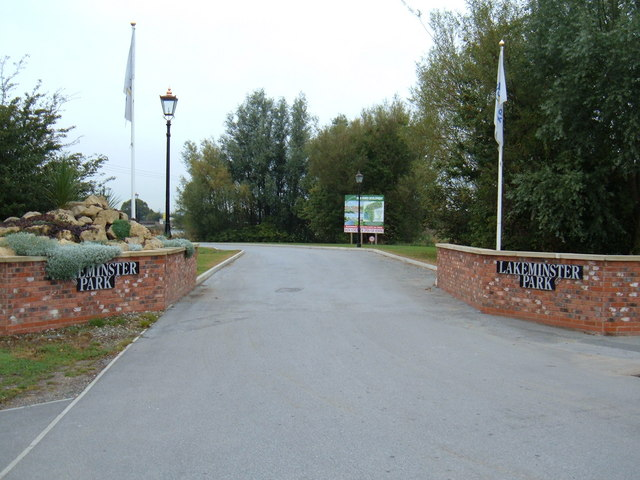 Entrance to Lakeminster Holiday Park