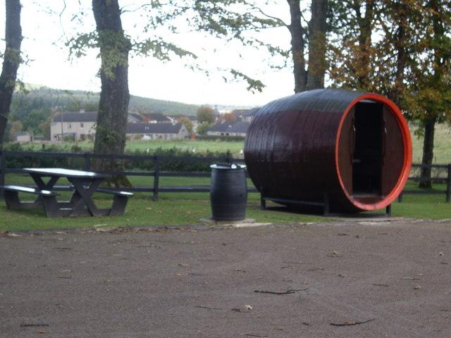 Barrel-shaped shelter