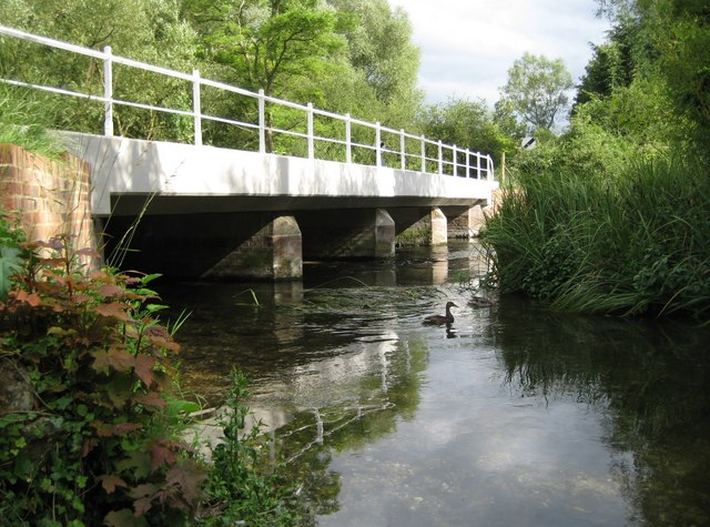 Ramsbury: River Kennet bridge