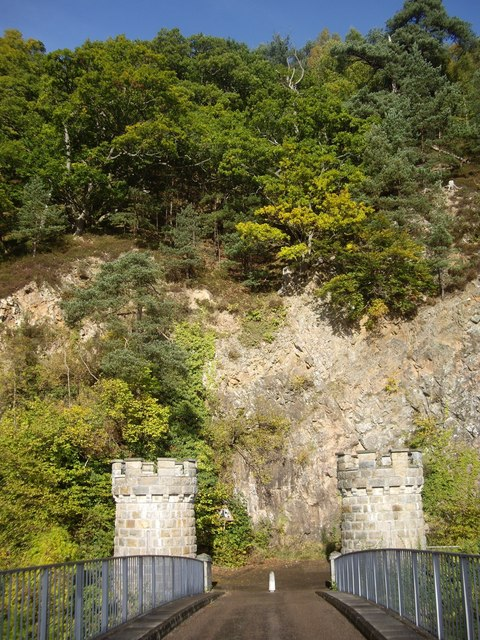 Cliff face at north end of Telford Bridge