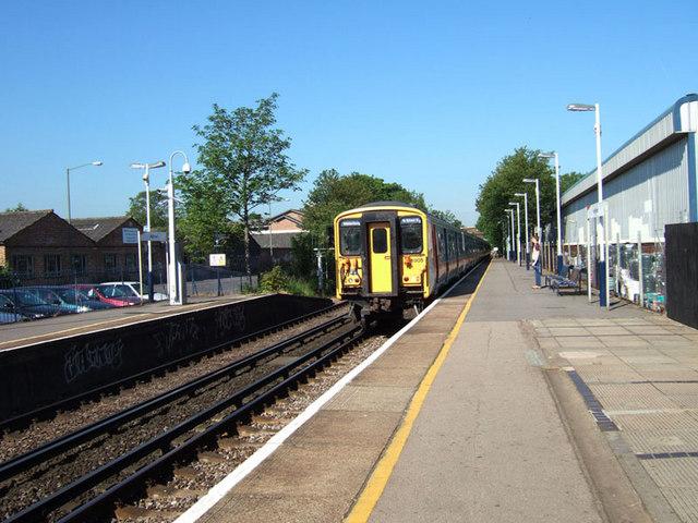Windsor to London train arriving at Ashford station