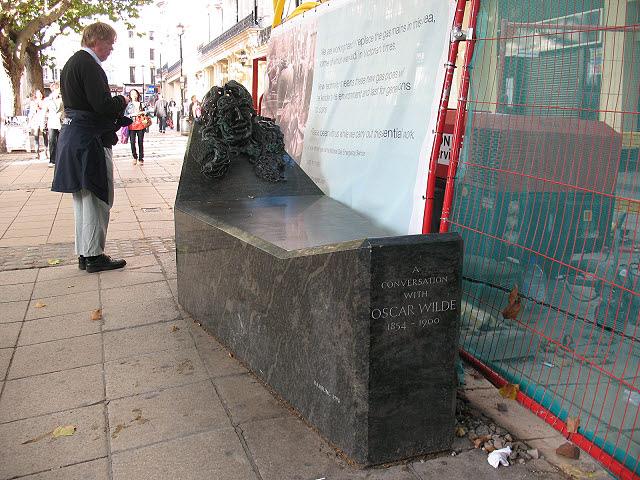 A conversation with Oscar Wilde