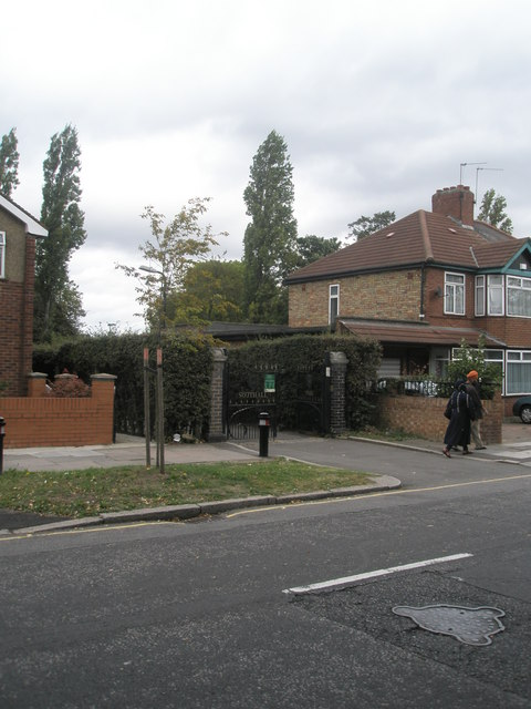 Entrance to Southall Park in Park Avenue