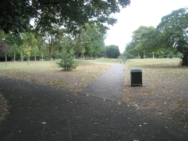 Autumn in Southall Park (2)