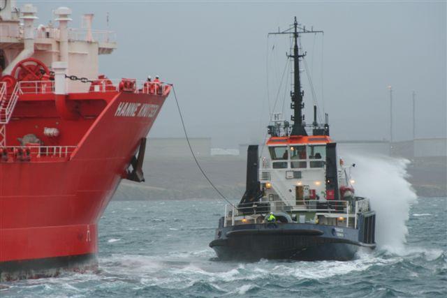 Tug Tirrick putting up messenger to the shuttle Tanker Hanne Knutsen