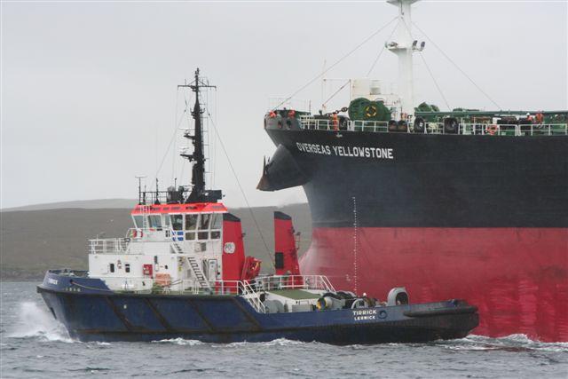 Tirrick getting line aboard from Tanker Overseas Yellowstone