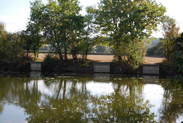 Fishing platforms, Ballast Pit, Haysden Country Park