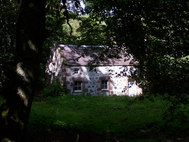 Disused cottage in the grounds of Knockleith House
