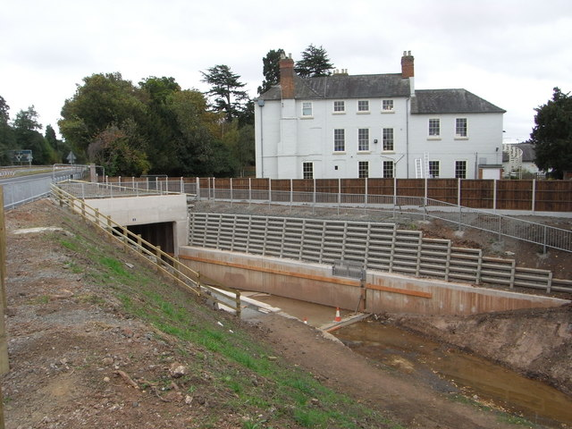 The Droitwich Barge Canal emerging from under the A449