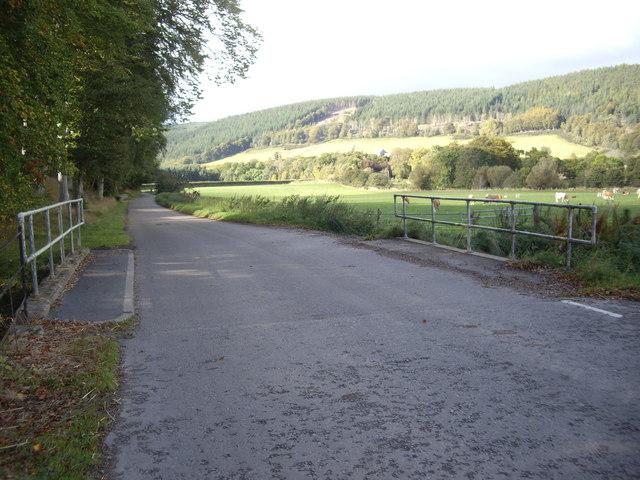 Road bridge over Cowies Burn