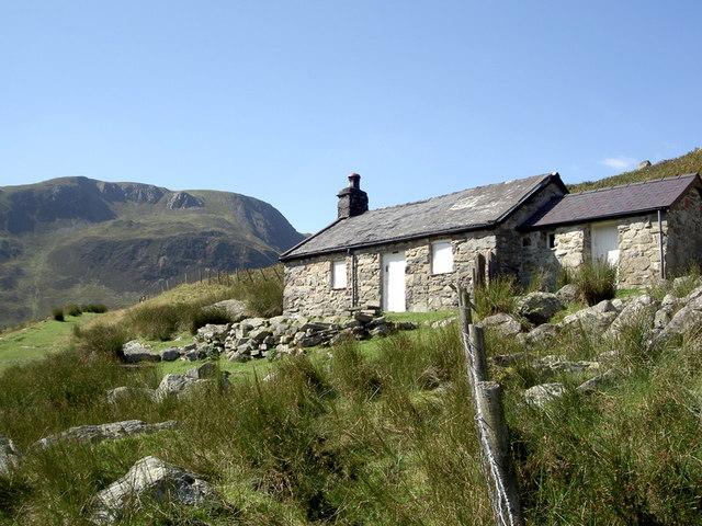 Cwm Eigiau Cottage, with Carnedd Llywelyn behind