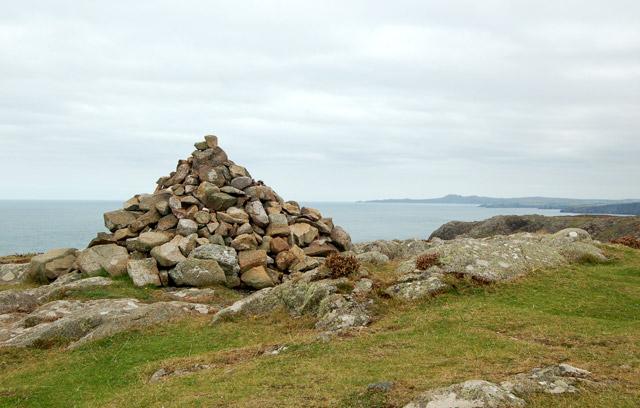 Cairn at Carn Porth-llong
