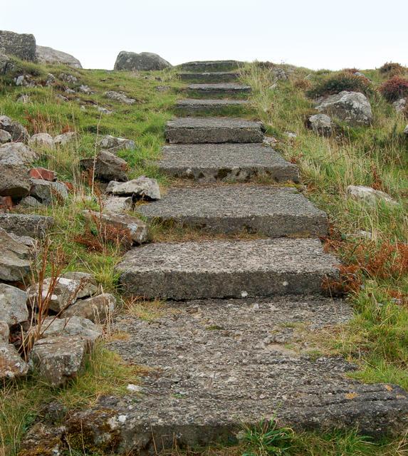Concrete steps near the summit of Carn Llidi