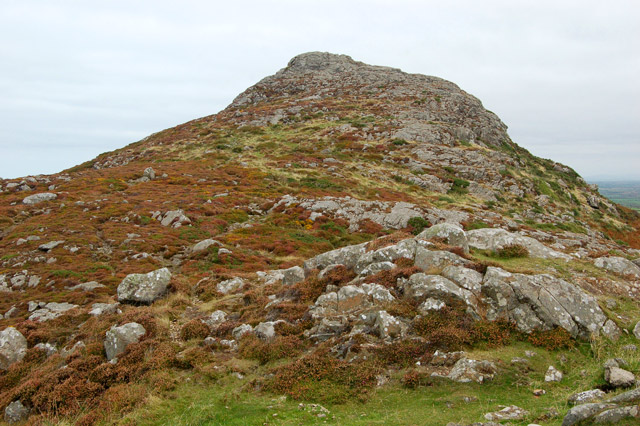 Approaching Carn Llidi summit from the west