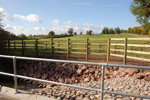 New flood defences near Stanbrook Farm