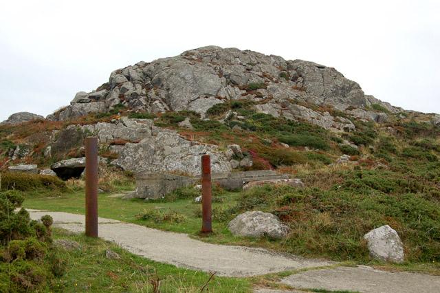 Steel gateposts near the summit of Carn Llidi