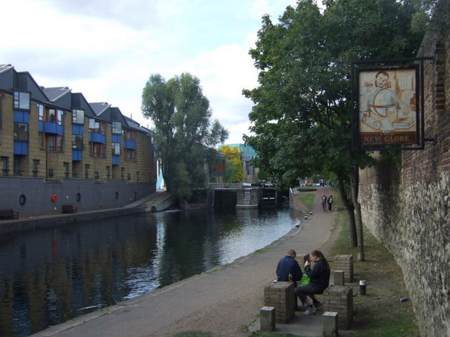 New Globe pub sign on the canal