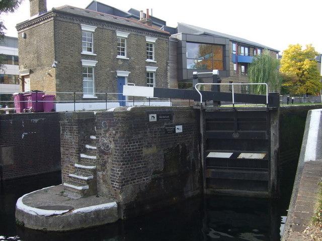 Mile End lock and lockkeeper's cottage