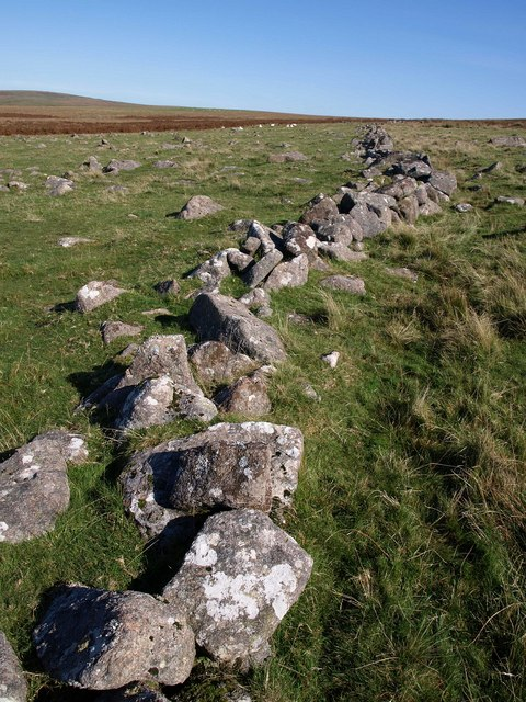 Old wall near Hen Tor