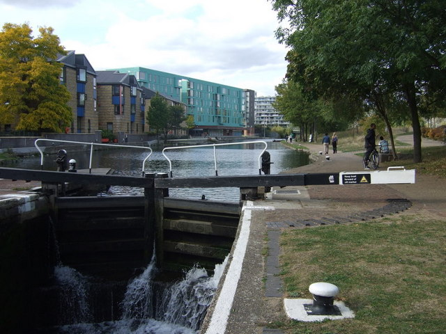 Mile End lock and Queen Mary student village