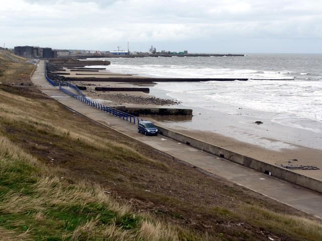 Promenade and sea defences between Grangetown and Hendon