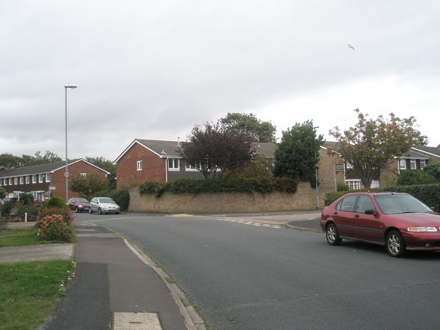 Approaching the junction of The Ridings and Egan Close