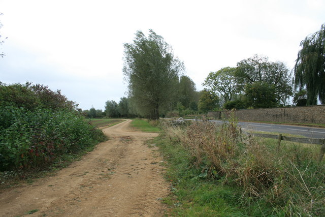 Track beside the A4095