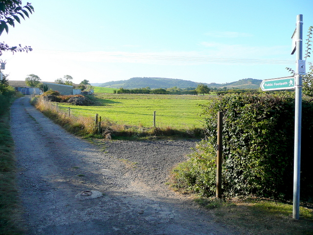 Footpath junction at the end of Blacksmith's Lane