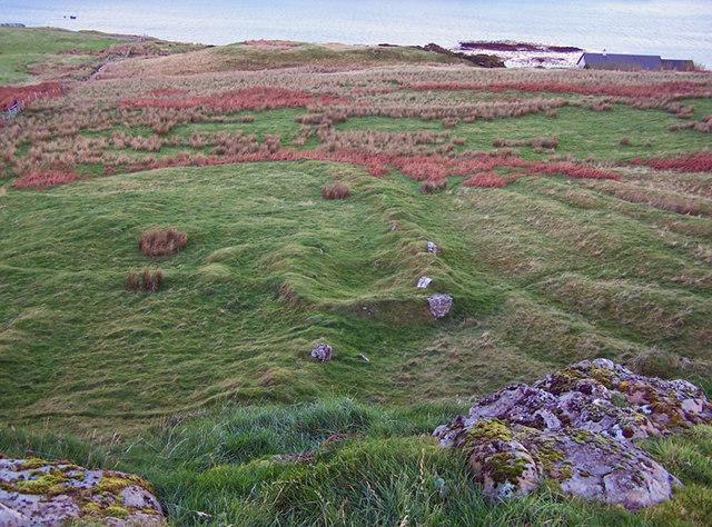 Ruin below Dun Chaich