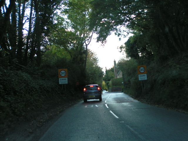 Entering Oare on the A345 heading south