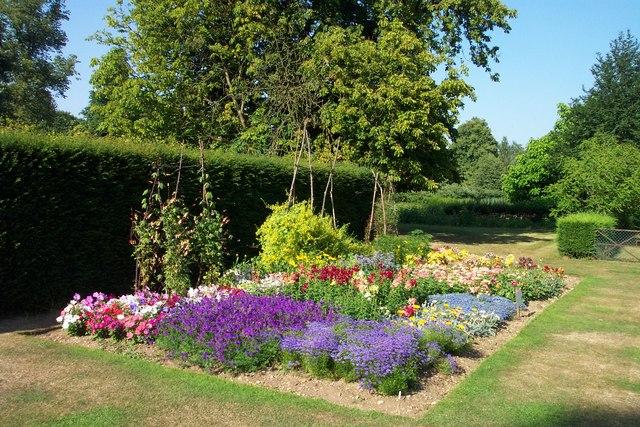 Harris Garden Flower Bed